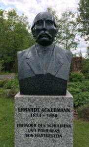 Statue von Erhard Ackermann