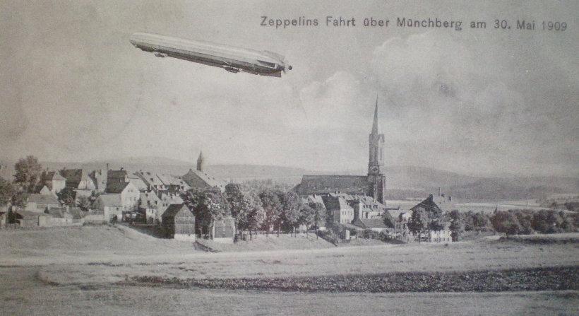 Bild von Zeppelin über Münchberg aus dem Jahr 1909