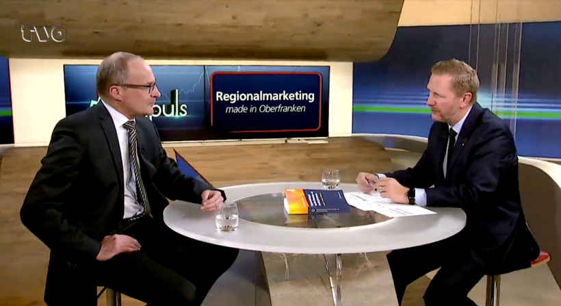 Prof. Dr. Seidel und Achim Hager im TV-Studio von TV Oberfranken