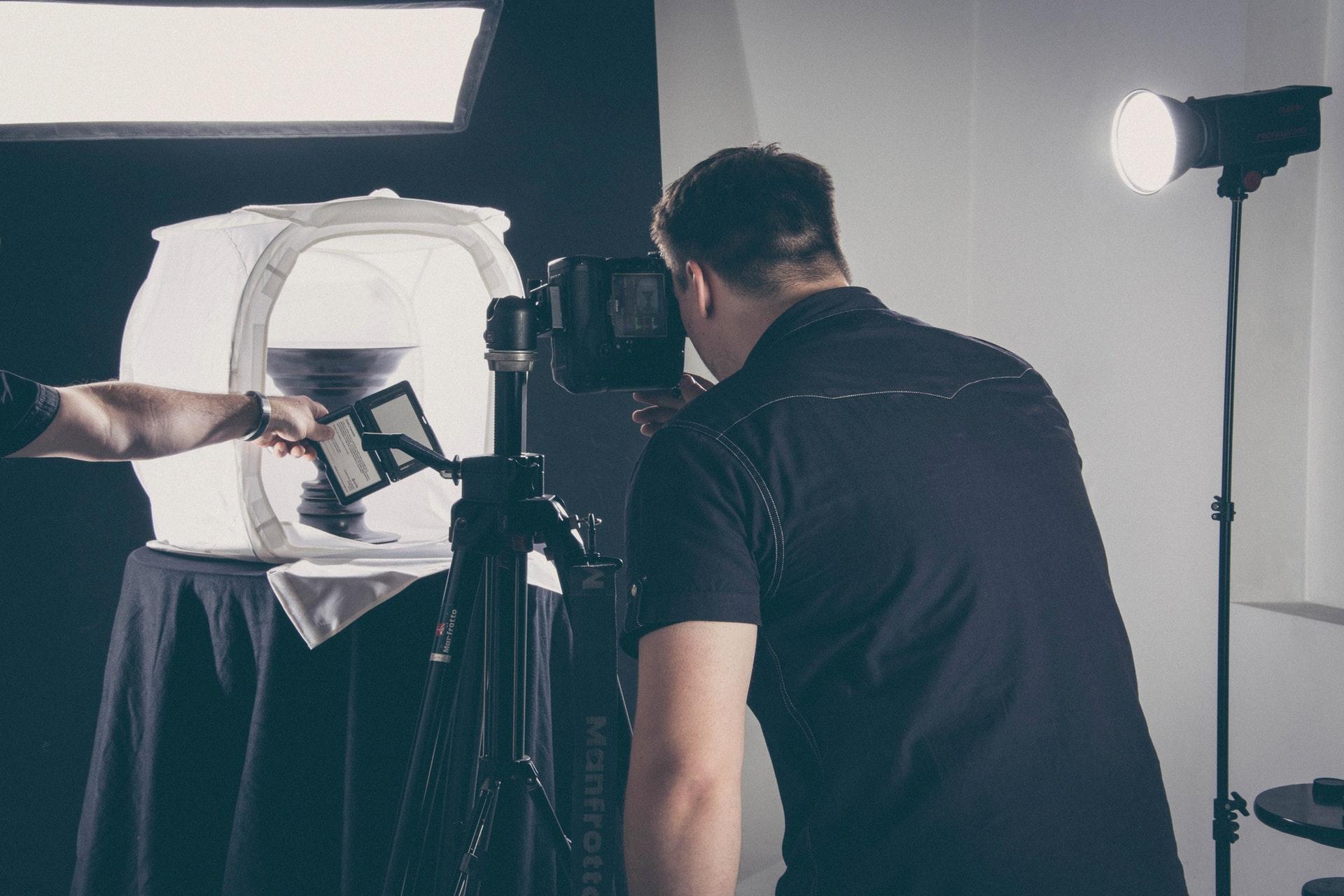 Fotograf in einem Studio